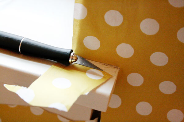 wallpaper-walls-with-gift-wrap---cut-around-corners