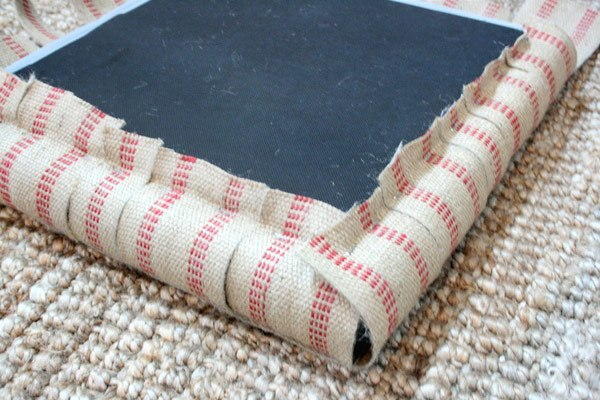 staple-two-sides-of-jute-to-cube