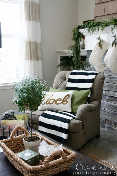 living-chair-noel-pillow