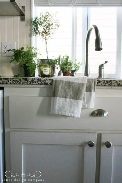 kitchen-sink-close-jdc-fall-house-tour